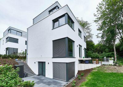 Frei geplantes Einfamilienhaus mit Einliegerwohnung in Bensberg.