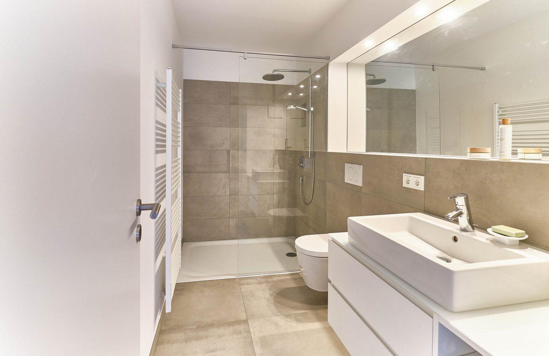 Duschbad im Souterrain im Neubau in Bensberg.