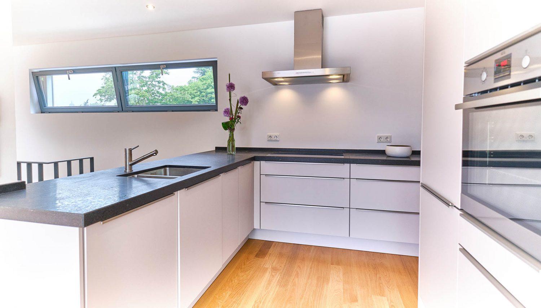 Offene Küche in Architektenhaus in Bensberg.