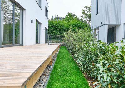 Zwischenraum zweier gemeinsam geplanter Architektenhäuser in Bensberg.