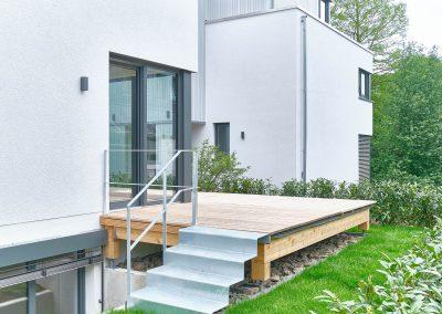 Süd-West-Terrasse eines Architektenhaus in Bensberg.