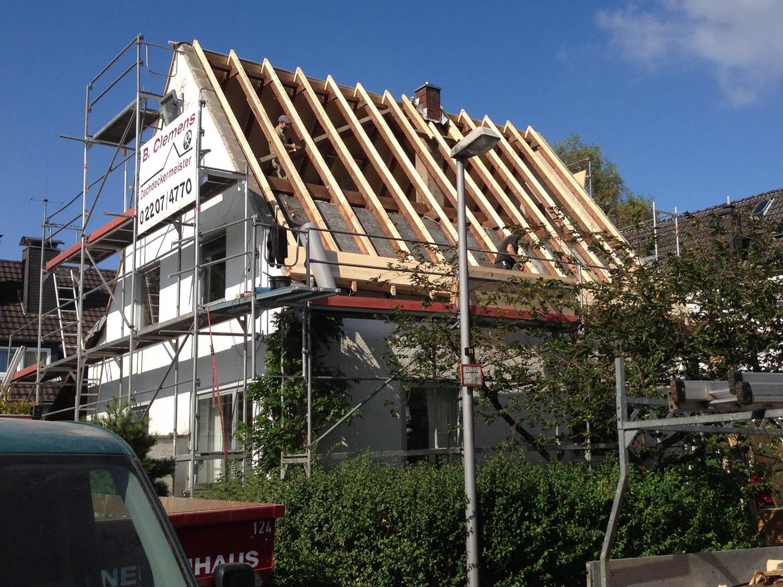 Sanierter Dachstuhl vor der Eindeckung.