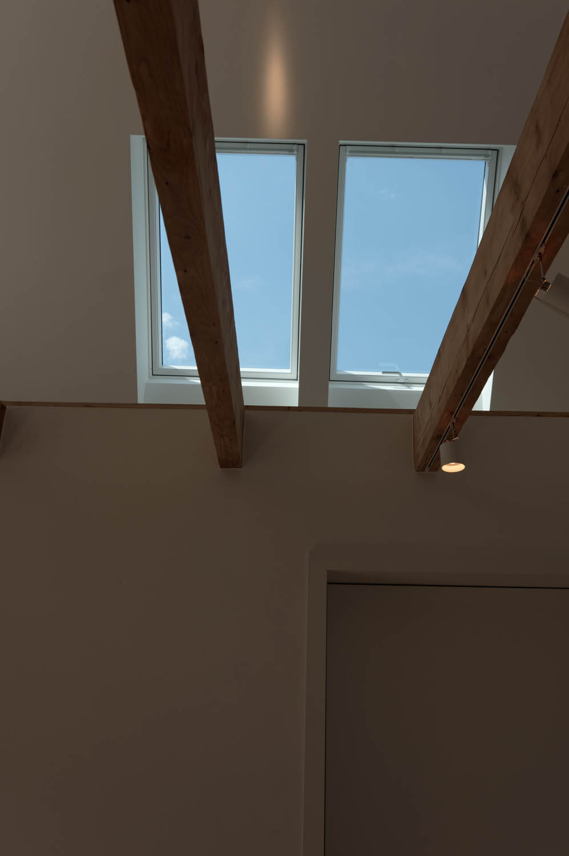 Dachfenster im Spitzboden.