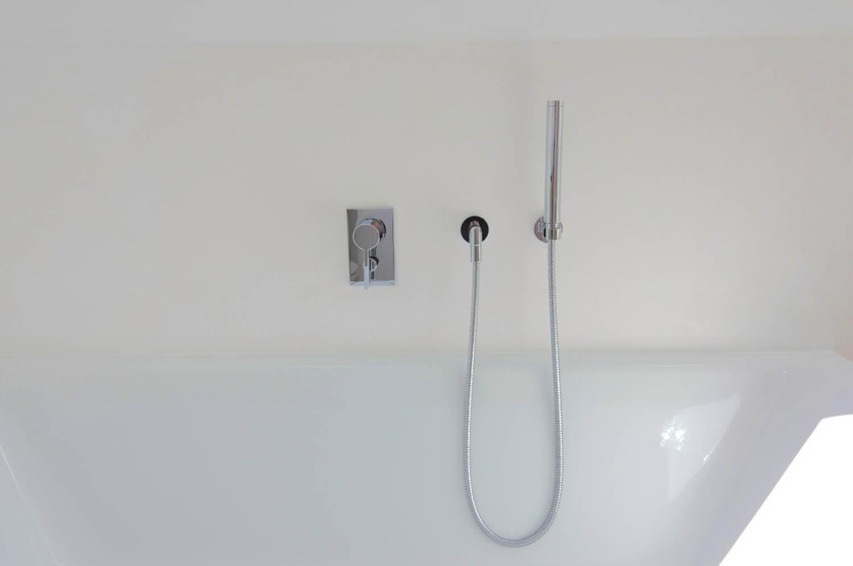 Minimalistische Badewannenarmaturen.