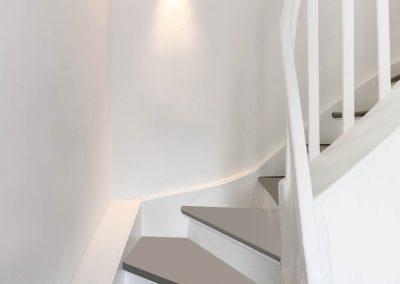 Aufgearbeitete, historische Holztreppe mit Dämmung
