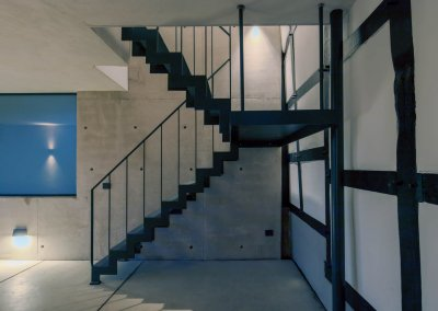 Stahltreppe ins Untergeschoss